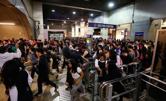 Evasiones masivas en Metro de Santiago