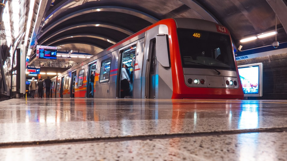Explican aumento en la tarifa del transporte en la región Metropolitana.