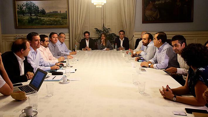 Continúa negociación política a la espera de acuerdo para definir mecanismo para una nueva Constitución.
