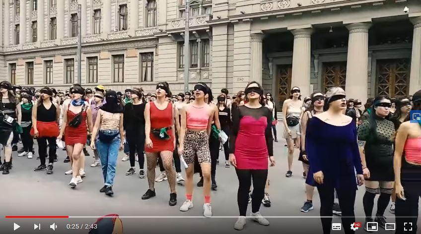 Intervención de colectivo Las Tesis en Santiago impacta a todo el país.