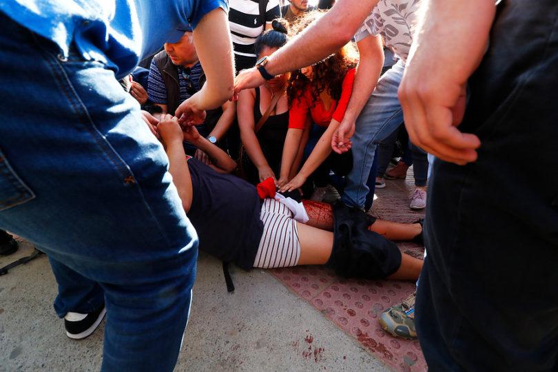 John Cobin, disparara en Reñaca durante una protesta.