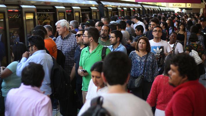 Cinco estaciones de Metro fueron cerradas para evitar masivas evasiones de escolares.