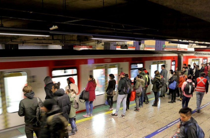 Gobierno anuncia alza de $30 pesos en pasajes del transporte público