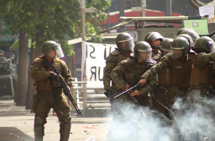Reformalizan por más delitos a carabineros acusados de torturas en Plaza Ñuñoa