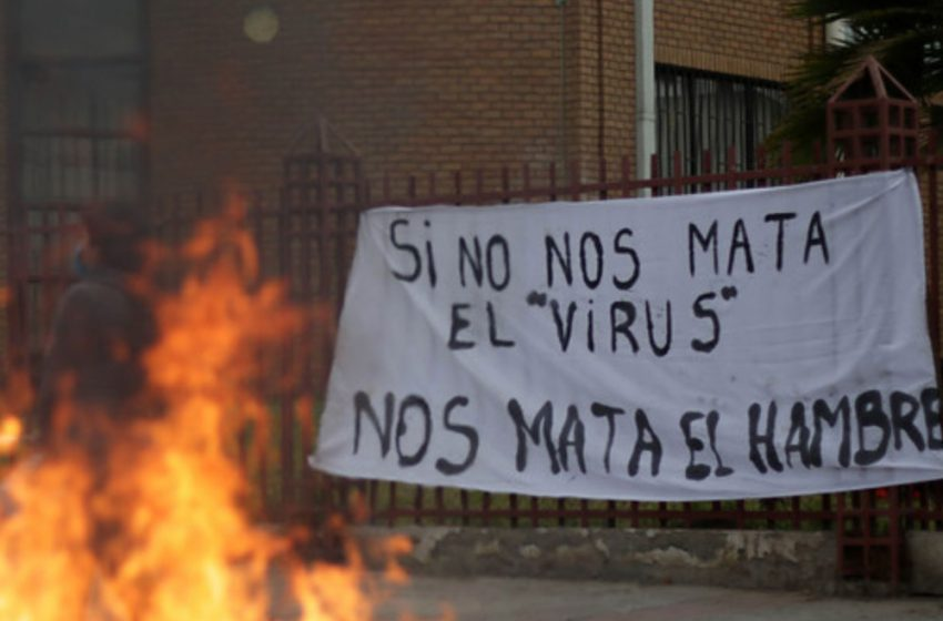 """Vecinos de La Pintana también salieron a la calle: """"No tenemos plata para comer"""""""