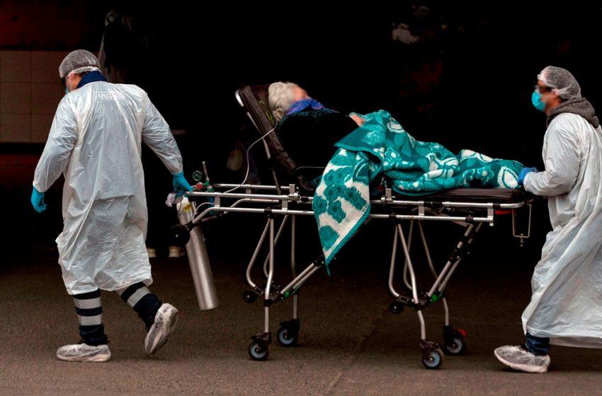 Chile supera su fatídico récord: 57 fallecidos en un día y 1.054 víctimas en total