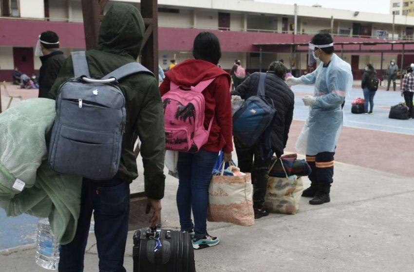 Confirman contagio de Covid-19 de 23 ciudadanos bolivianos enviados a Iquique en bus desde Santiago