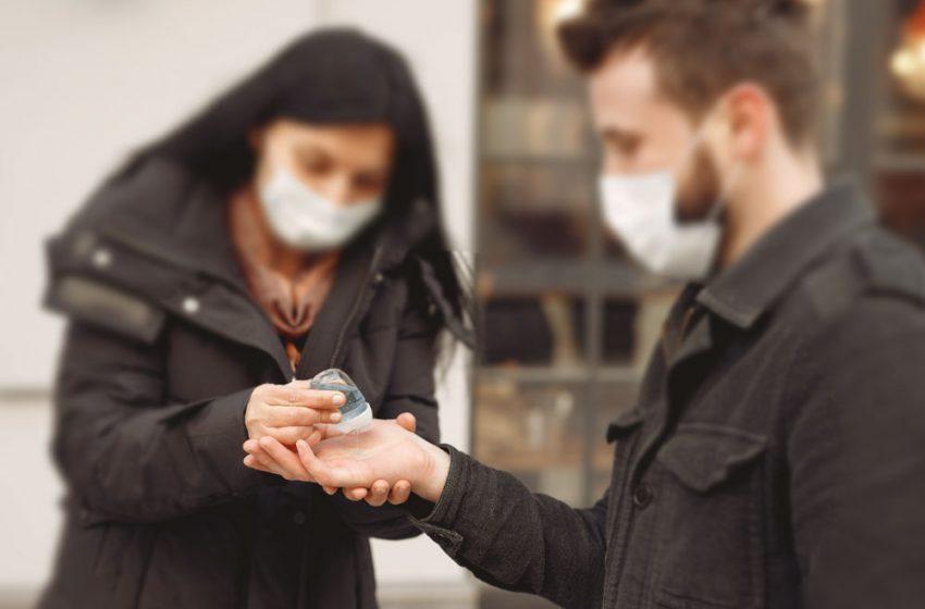 Denuncian que Seremi de Salud RM compró alcohol gel no autorizado por el ISP