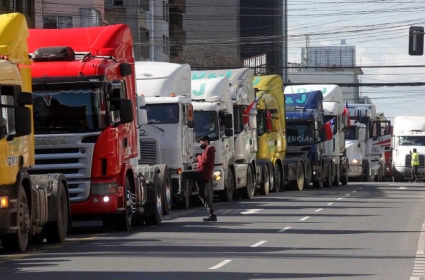 Piñera gobierna al ritmo del gremio de los camioneros