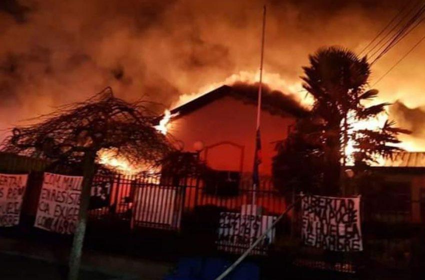 Amparados por Carabineros civiles armados desatan noche de terror en Wallmapu