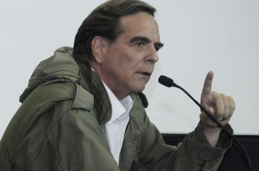 Sacerdote Felipe Berríos propone una salida política y excarcelar a los presos de la revuelta social
