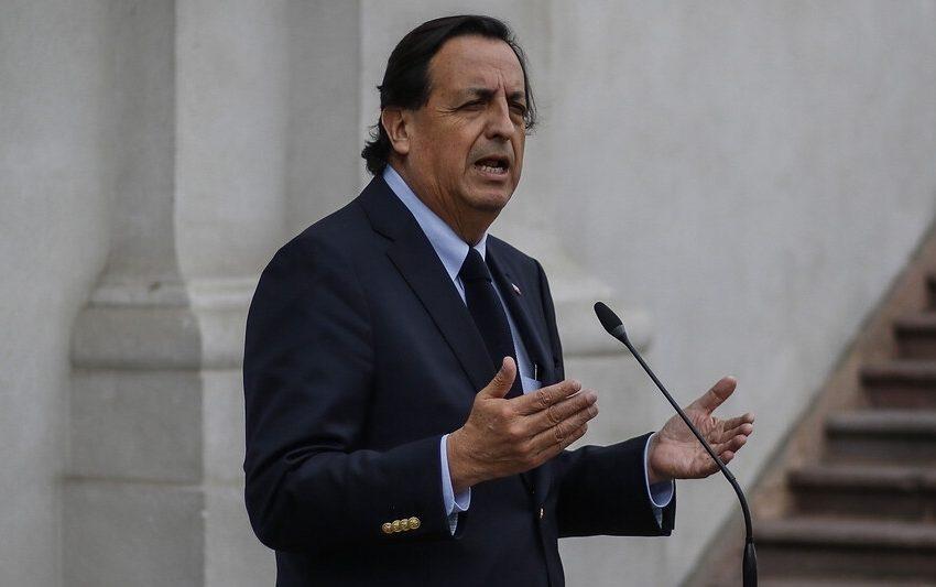 Defensa de ministro Pérez asegura que Carabineros no depende de Interior bajo Estado de Catástrofe