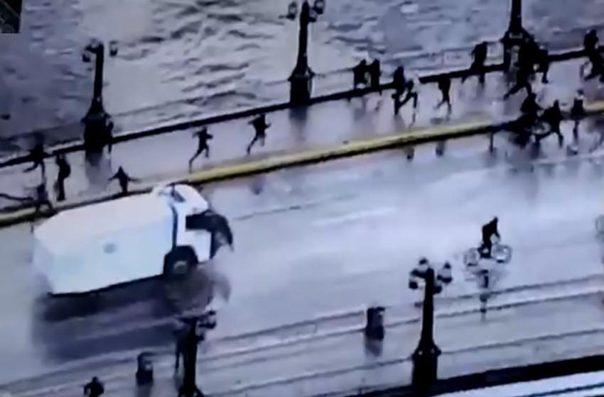 Represión sin control: carabinero lanzó al lecho del río Mapocho a joven manifestante
