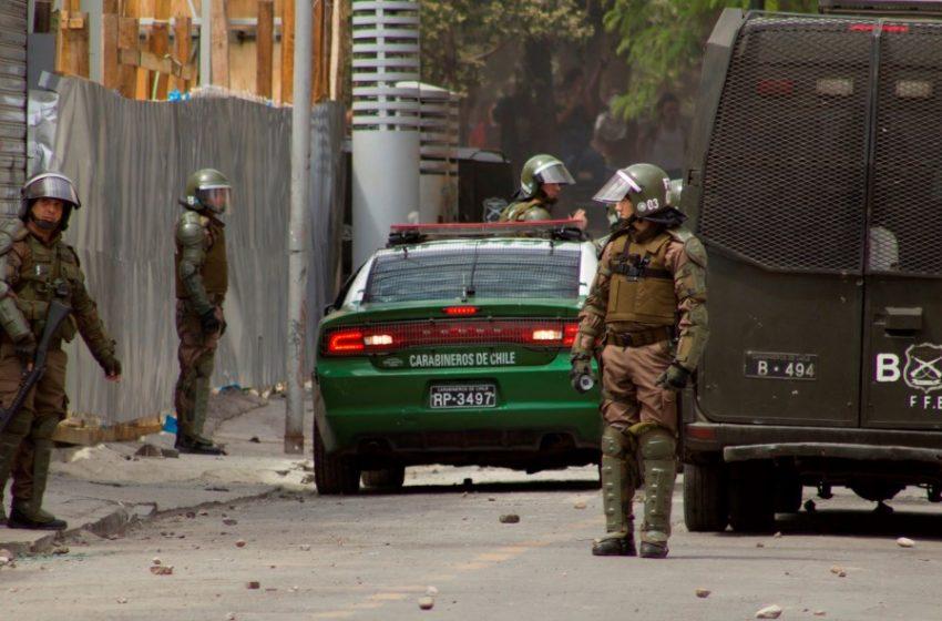 Detienen a 3 carabineros acusados de torturas durante manifestaciones tras el 18-O
