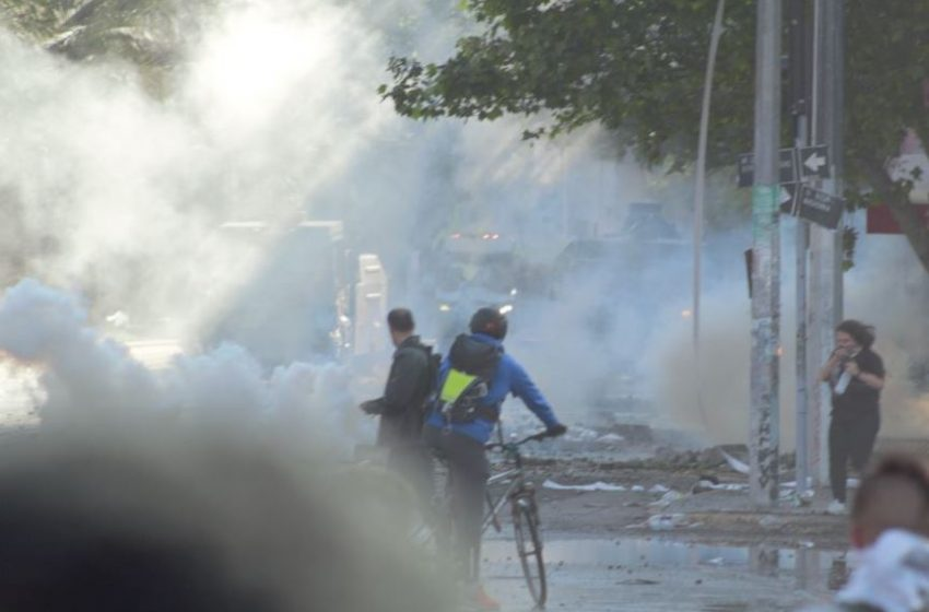 Bombas lacrimógenas presentan concentraciones 135 veces superiores a límite establecido por Carabineros